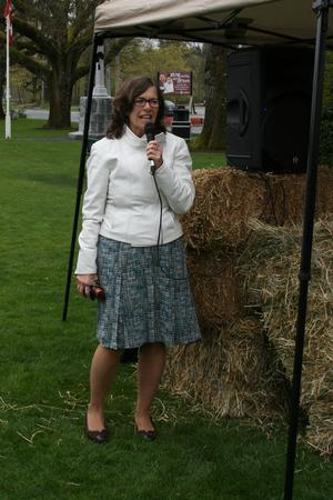 MP-Jean-Crowder-speaks-at-Duncan-rally_large
