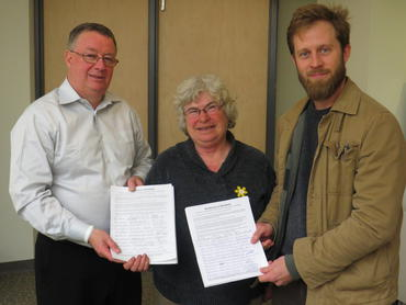 Petition-presented-to-MP-Malcolm-Allen_large