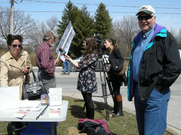 Petition-signing-and-media-interviews-in-London-Ontario_large