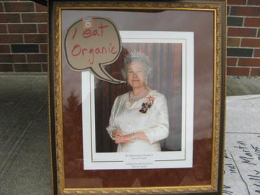 The-Queen-Came-out-to-Langley_large