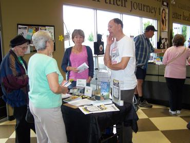 Tony-and-Margie-talk-to-Nature-s-Fare-shoppers-about-GM-foods-Langley.-Sept-22_large