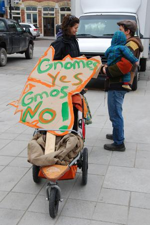 Kingston-Says-Gnomes-yes-GMOs-no_large