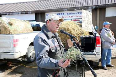 Local-farmer-Fred-Tait-speaks-at-the-Brandon-rally_large