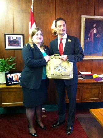 Rep.-Tarr-presents-gift-to-PEI-Premier_large
